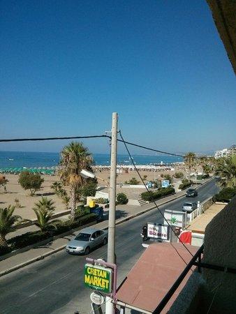 Sea-View Apartments: Dalla camera