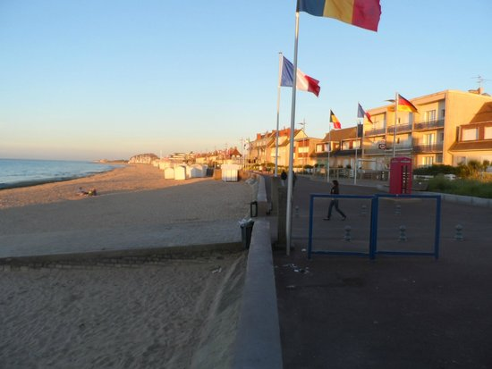 La Cremaillere: Flags of all those that landed