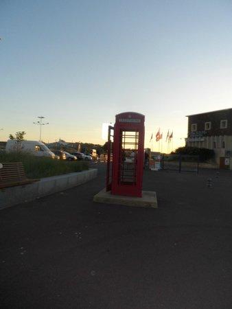 La Cremaillere: English telephone box