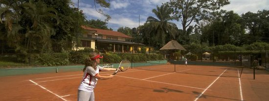 Makindye Country Club: Tennis Court