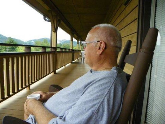 Knights Inn Dillard: Relaxing on porch