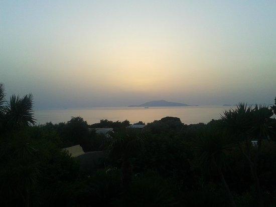 Villa Damecuta: tramonto su Ischia, dalla terrazza