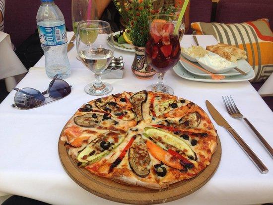 Fuego Restaurant: Vegetarian Pizza