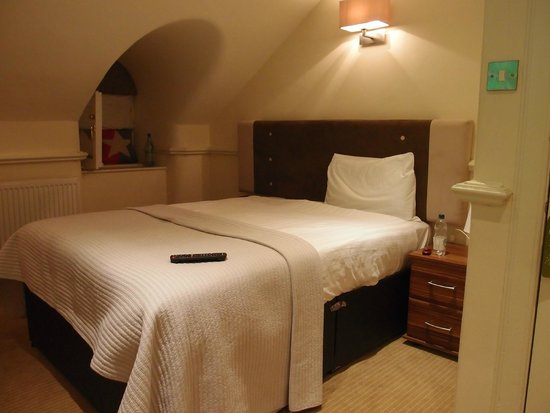 Royal Ettrick Hotel: lit