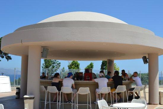 Kipriotis Panorama Hotel & Suites: bar piscina