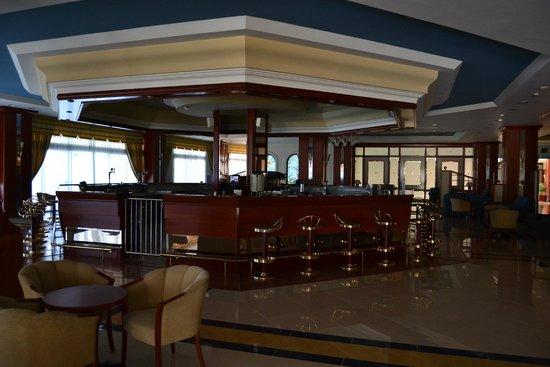 Kipriotis Panorama Hotel & Suites: bar serale