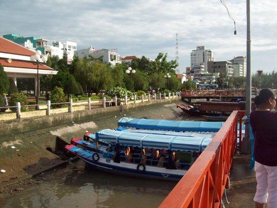 Ninh Kieu 2 Hotel : River boats