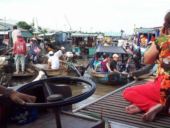 Ninh Kieu 2 Hotel : Floating market