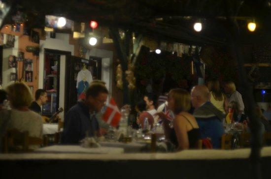 Santorini Mou: Таверна(вид ночью)