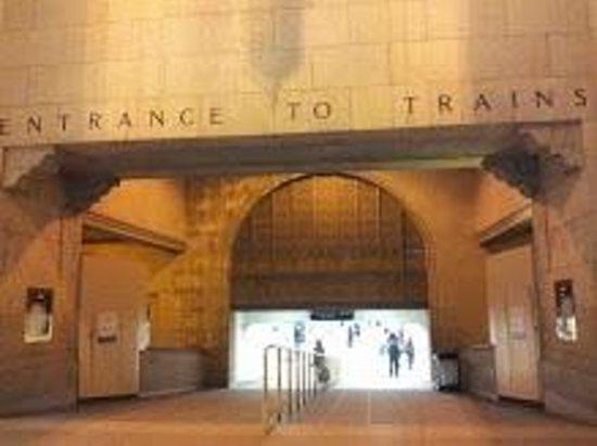 Toronto Union: Entrance to Trains