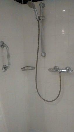 Holiday Inn Express Frankfurt-Messe: Shower