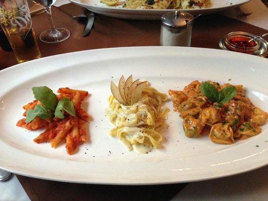 Comme Chez Soi: Whopping 3-pasta main dish