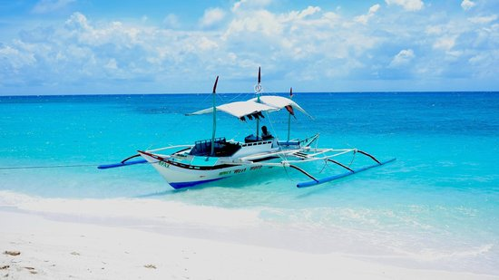 Yapak Beach (Puka Shell Beach): you can rent boat around the island or by motorcycle to get here