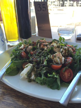 Shimmy Beach Club: Disappointing Caprese salad