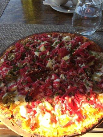 Shimmy Beach Club: Seriously yummy pizza