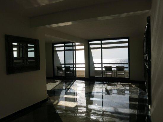 Grand Oasis Cancun : общие балконы у лифта корпус GRAND