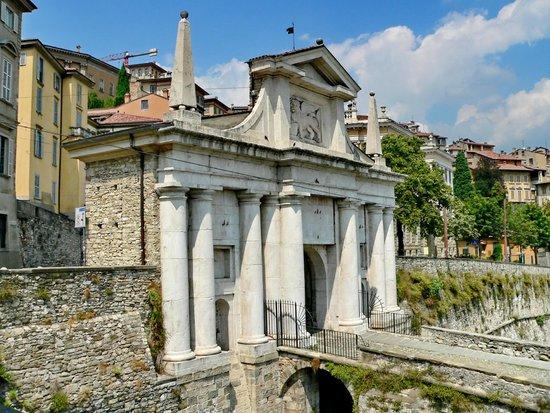 Cinta Muraria di Bergamo : Viale Delle Mura