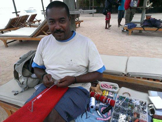 Heritage Awali Golf & Spa Resort : Enzo el Rey de la Playa, lo vereis con su mochila y sus pulseras personalizadas, made by Enzo, I
