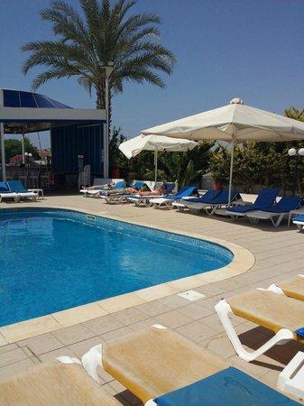 Mariandy Hotel: у бассейна