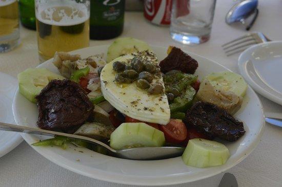 Anemomilos Restaurant: салат Санторини