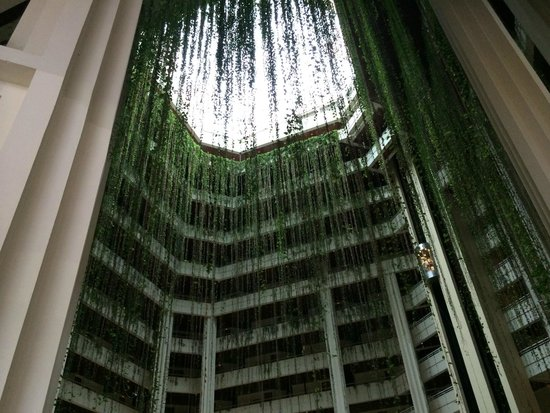 Blau Varadero Hotel Cuba: Inside of lobby. Glass roof