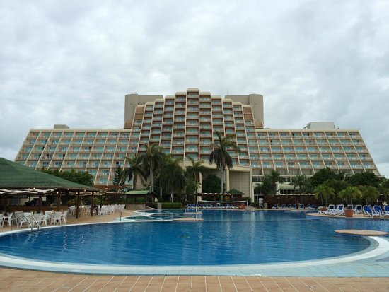 Blau Varadero Hotel Cuba: View from of the back of the hotel / pool