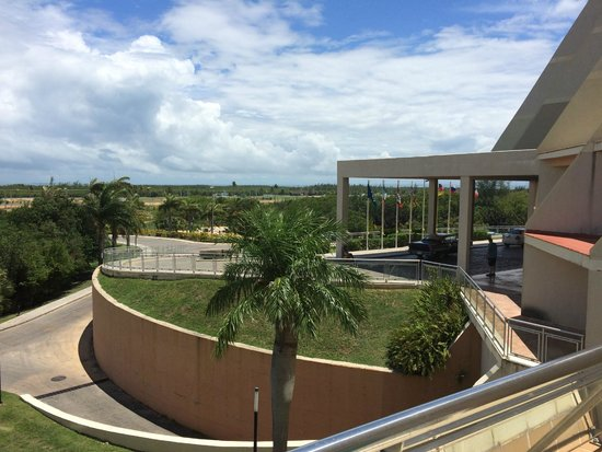 Blau Varadero Hotel Cuba: View from room 422 towards front of hotel.