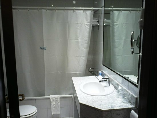 Talaso Hotel Louxo La Toja: Parte del baño