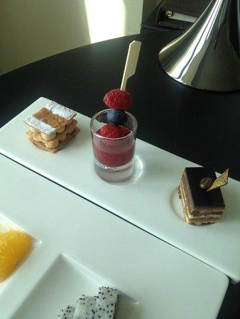 Sofitel Abu Dhabi Corniche: In room dining