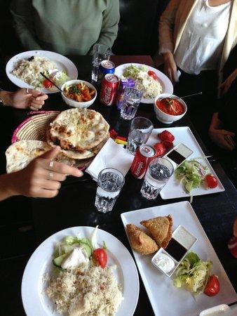 Punjabi Masala Grill & Tandoori Restaurang: Bara en del av vår beställning, enorma portioner och riktigt gott!