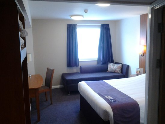 Premier Inn High Wycombe Central Hotel: Bedroom