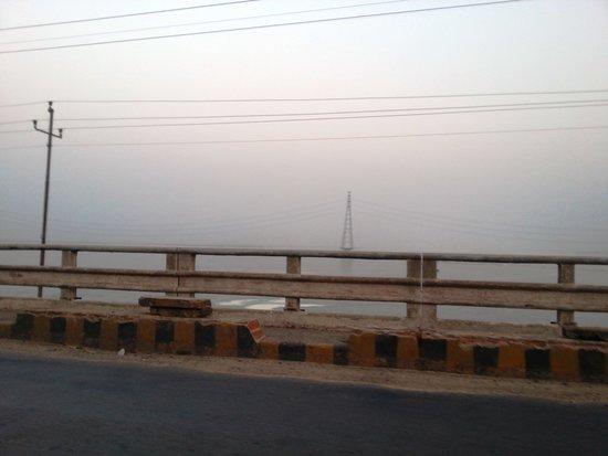 Farakka, الهند: A view of the Ganges from Farakka Barrage