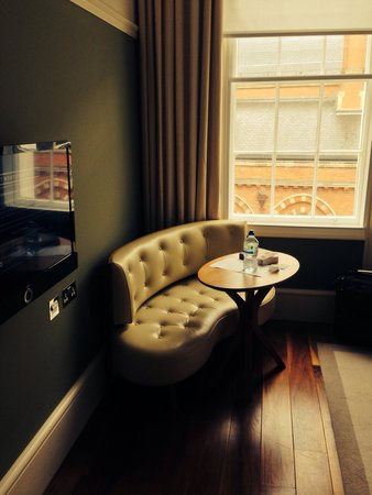 Great Northern Hotel, A Tribute Portfolio Hotel: Executive suite, great for people watching!