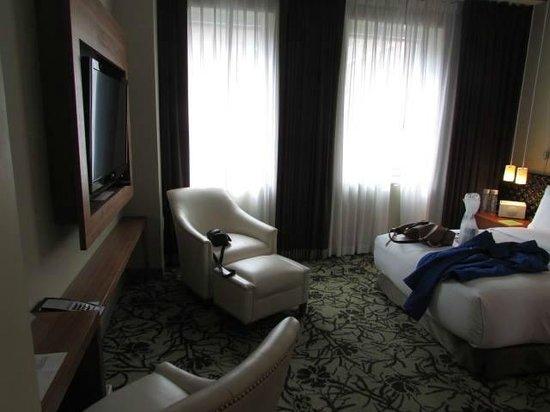 Cassa Hotel 45th Street New York: Nice light rooms