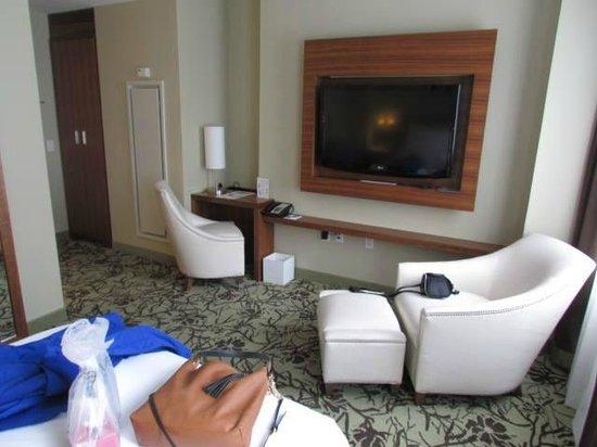 Cassa Hotel 45th Street New York: Nice Big TV in our Room