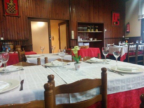 Eskisaroi: Interior restaurante