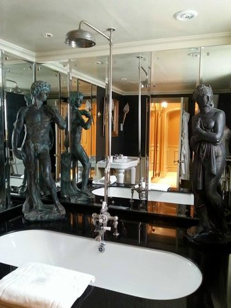 The Gore – Starhotels Collezione: Bathroom - marble everywhere!