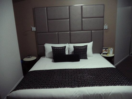 Meriton Suites Herschel Street, Brisbane: second bedroom in two bedroom apartment