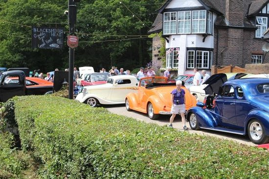 Blacksmiths Head: Annual Vintage/classic car day 2014