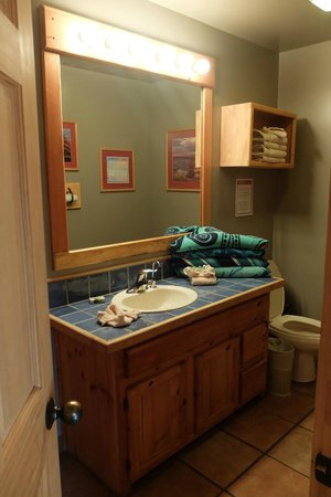 Red Cliffs Lodge: Bathroom in Double Cabin