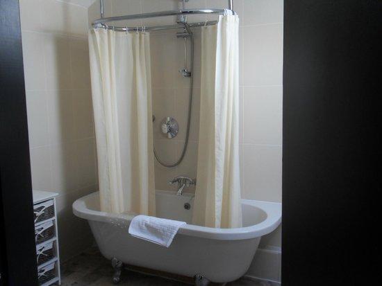 Black Boy Inn: Bathroom