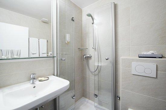 Hotel Neufeld: Bad / Bath room