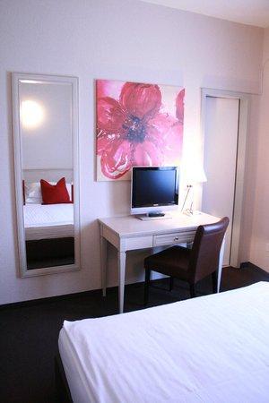 Hotel Neufeld : Doppelzimmer / Double room