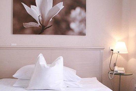 Hotel Neufeld : Zimmer / Room