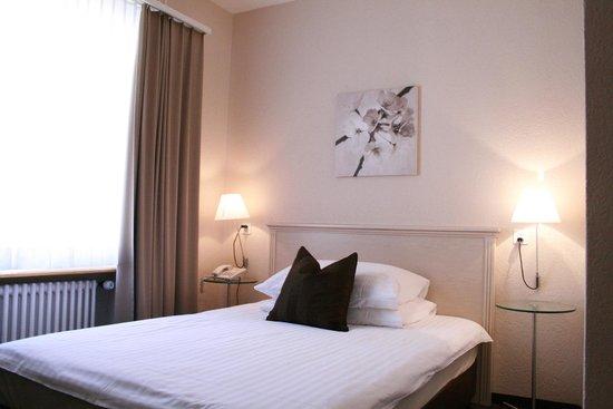 Hotel Neufeld : Einzelzimmer / Single room