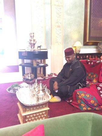 Sahara Palace Marrakech: Sweet tea guy
