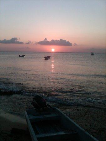 Carlo's N Charlie's Beach Club: sunset, time to go