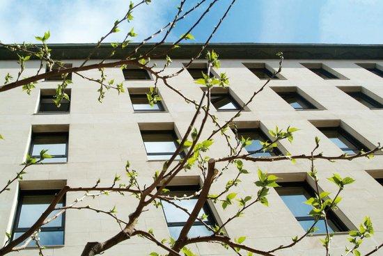 NH Zaragoza Centro: Facade
