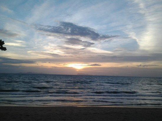Rajapruek Samui Resort: พระอาทิตย์ตก