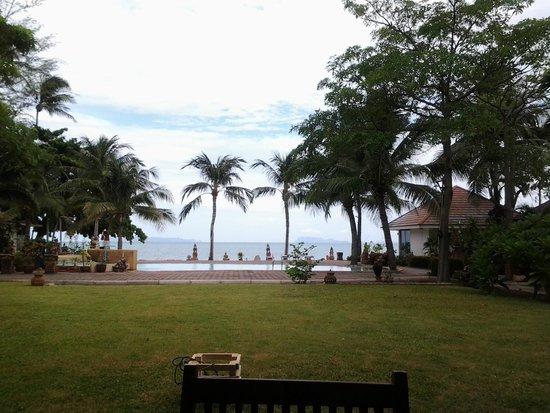 Rajapruek Samui Resort: ชายหาดและสระติดหาด